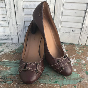 Banana Republic Brown Grained Leather heels SZ 7